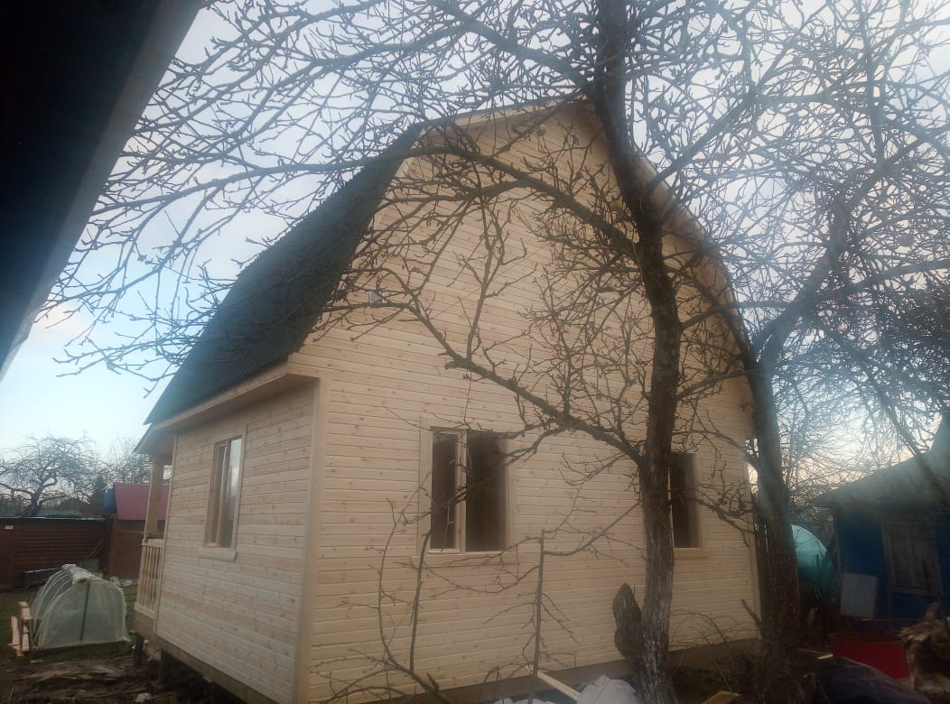 Каркасный дом 6х4 с мансардным этажом и террасой в городе Волхов Ленинградской области