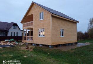 Каркасный дом 8х8м с балконом и террасой в п.Крестцы Новгородской области
